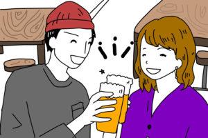 居酒屋で乾杯する男女